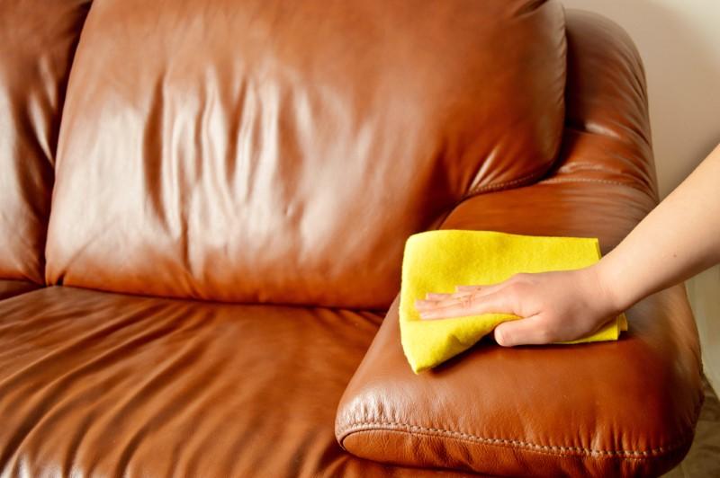 1495780670 sofaa - Bí quyết vệ sinh ghế sofa đơn giản và đúng cách